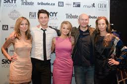 The cast and crew of Burning Man, including Teplitzky second from right